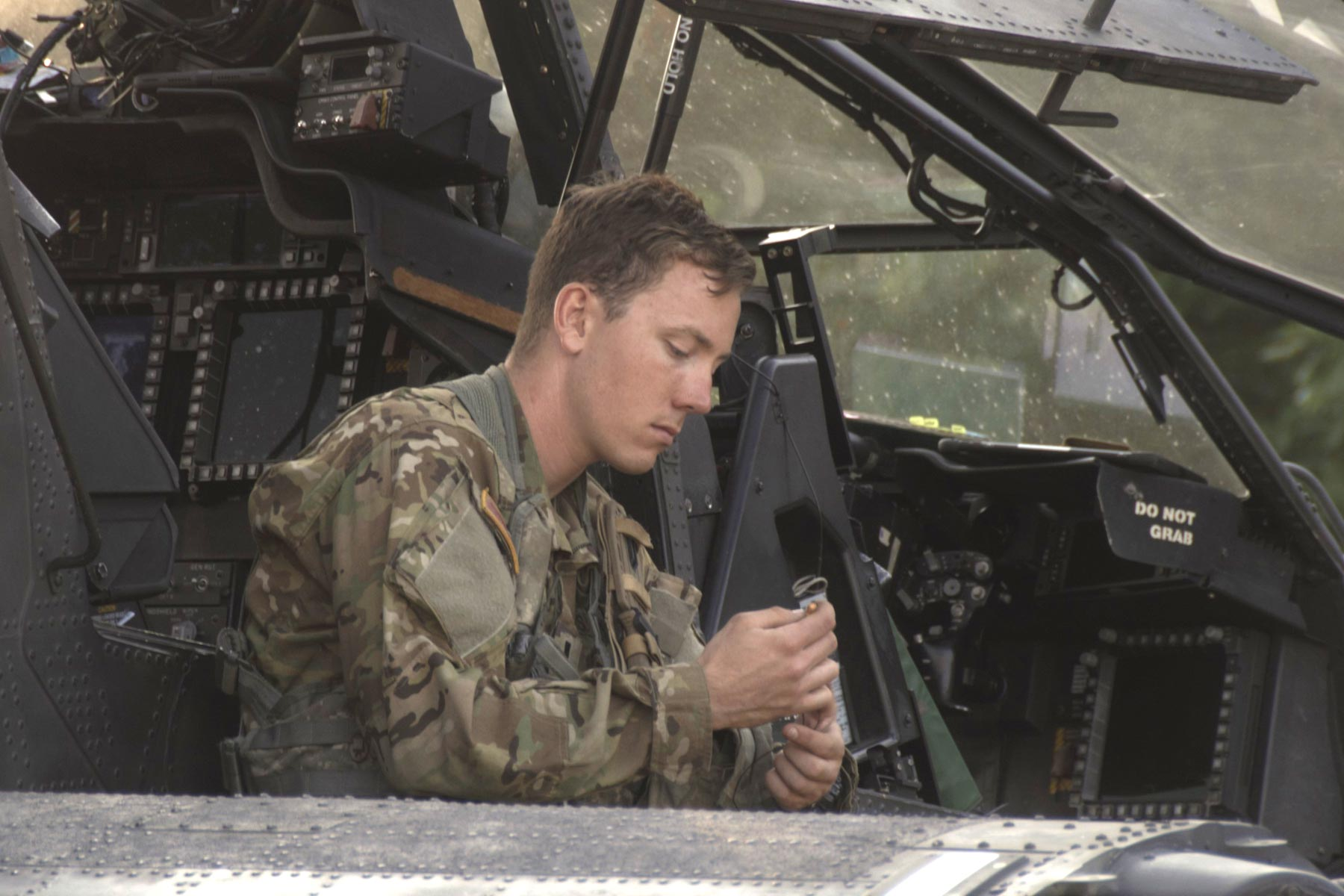 Army Of Us: Army Is Paying Out $35,000 Bonuses To Reduce Apache Pilot