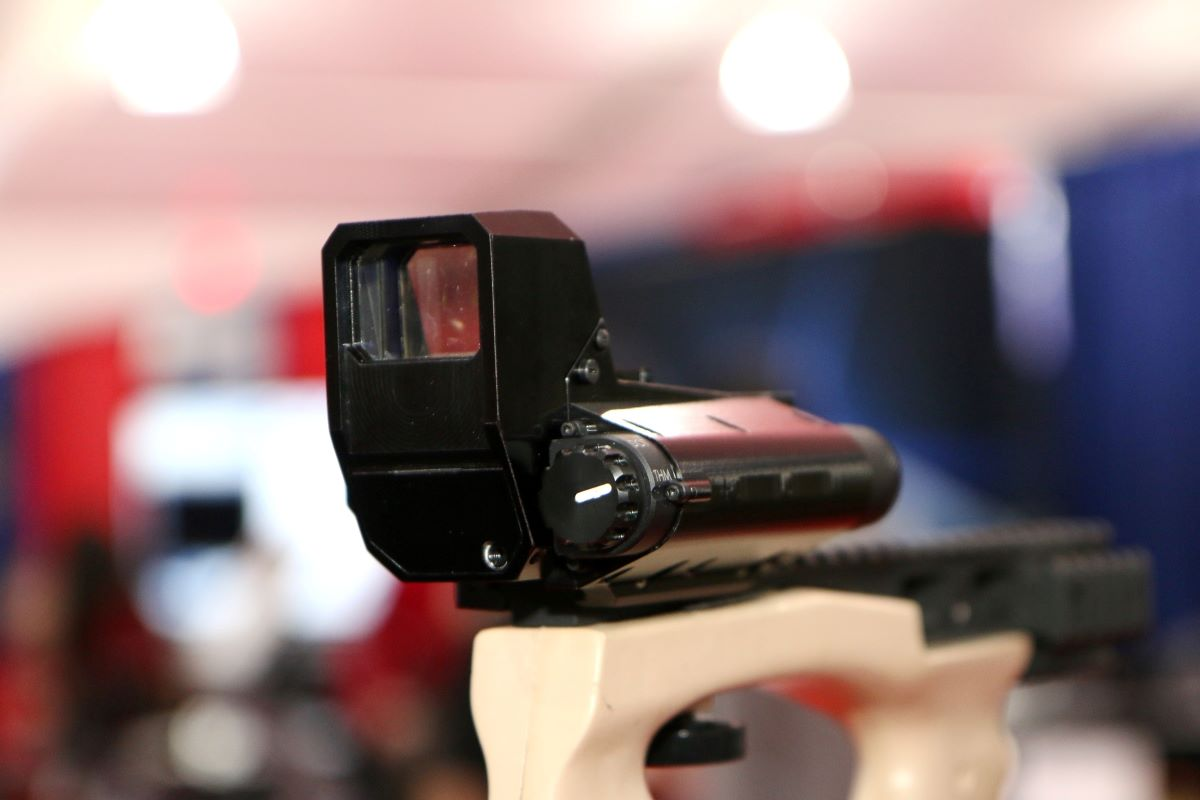 This Tiny Thermal Weapons Optic with Red Dot Is Designed for Close Combat