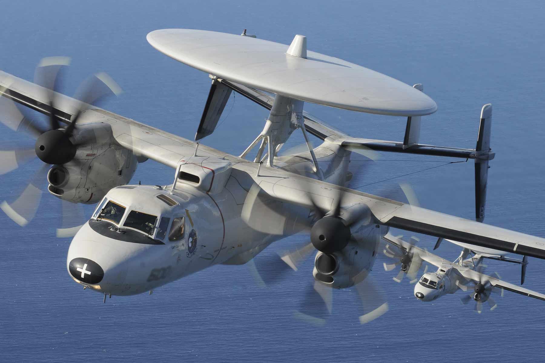 mil-E2C-hawkeye-flies-close-1800.jpg