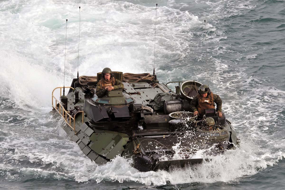 aav7-amphibious-assault-vehicle-09.jpg