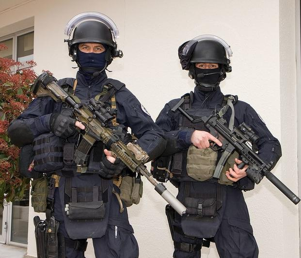 FranceNationalGendarmerieIntervention%20Group980x841 - 10 Lethal Special Operations Units From Around the World
