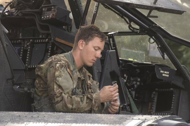 6d83ad660e3 A U.S. Army Apache helicopter pilot assigned to Task Force Viper 1st  Battalion