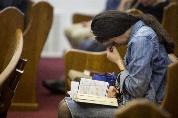 Kathy Abad, a military wife, prays for the victims and families affected by the Fort Hood shooting during a memorial service at the Tabernacle Baptist Church on Sunday, April 6, 2014, in Killeen, Texas (AP Photo/ Tamir Kalifa)