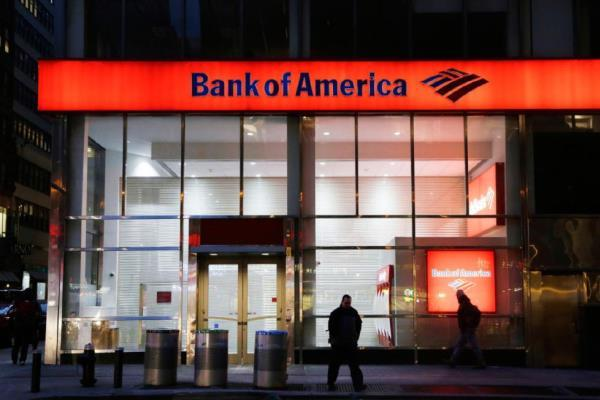 In this Jan. 14, 2015 photo, people walk past a branch of Bank of America, in New York. (Photo: Mark Lennihan/AP)