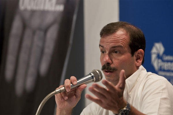 "Cuban intelligence agent Fernando Gonzalez, known as one of the ""Cuban Five,"" speaks during a press conference in Havana, Cuba, Monday, June 2, 2014. (AP photo)"