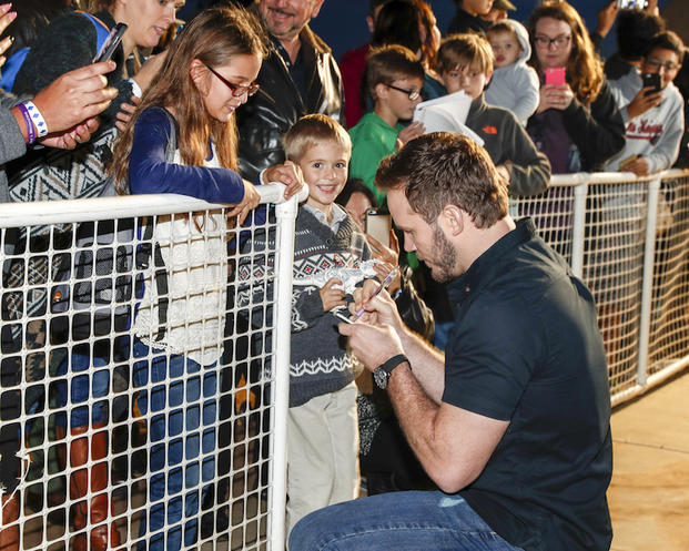SAN DIEGO, CA - DECEMBER 12: Actor Chris Pratt signes autographs for fans at Marine Corps Air Station Miramar on December 12, 2016 in San Diego, California. (Photo by Rich Polk/Getty Images for Sony Pictures Entertainment )