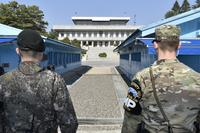 Senior leaders from 24 countries throughout the Indo-Asia-Pacific region visit the Korean Demilitarized Zone (DMZ) during the Pacific Amphibious Leaders Symposium 2017 held in South Korea, April 3, 2017. (Courtesy photo/Republic of Korea Marine Corps)